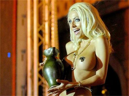 Русата Златка се отказа от светския живот след 2 години луд купон СНИМКИ: АРХИВ