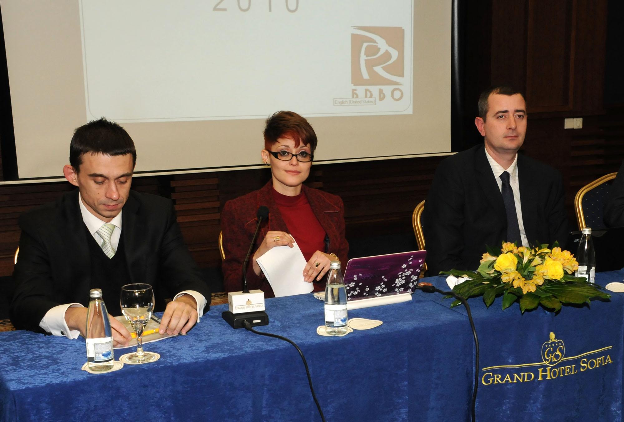 Д-р Александър Христов - председател на дружеството за 2012 година, Милена Атанасова - бивш председател на БДВО и настоящият председател на организацията Стоян Стоянов (от ляво на дясно)
